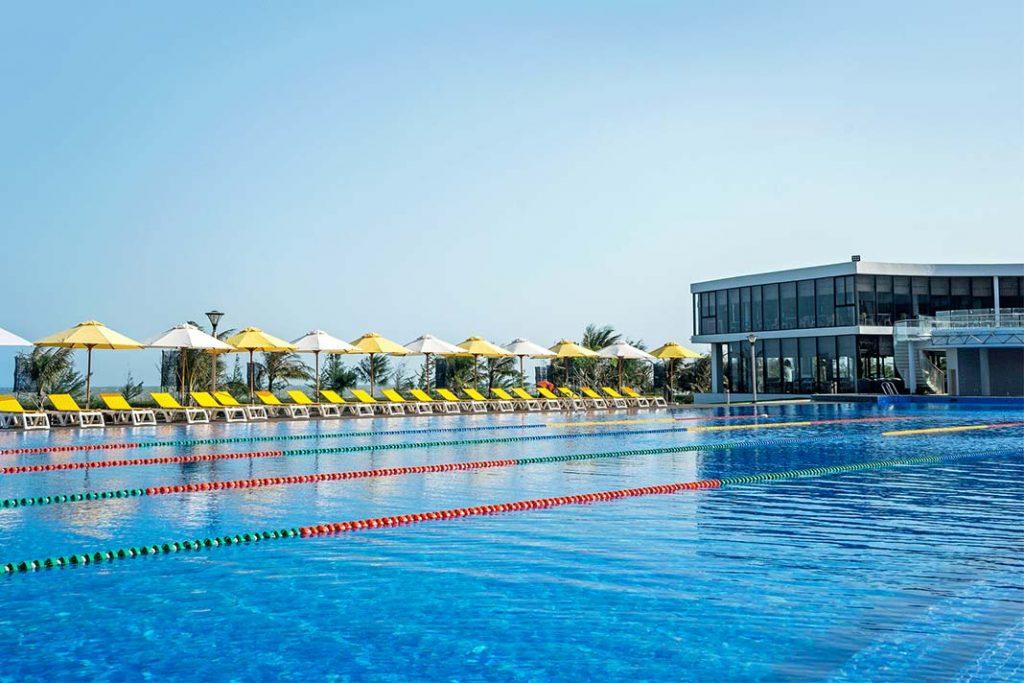 Hình Ảnh Thực Tế Hồ Bơi Tràn Bờ Của Oceanami Long Hải Villas & Beach Club